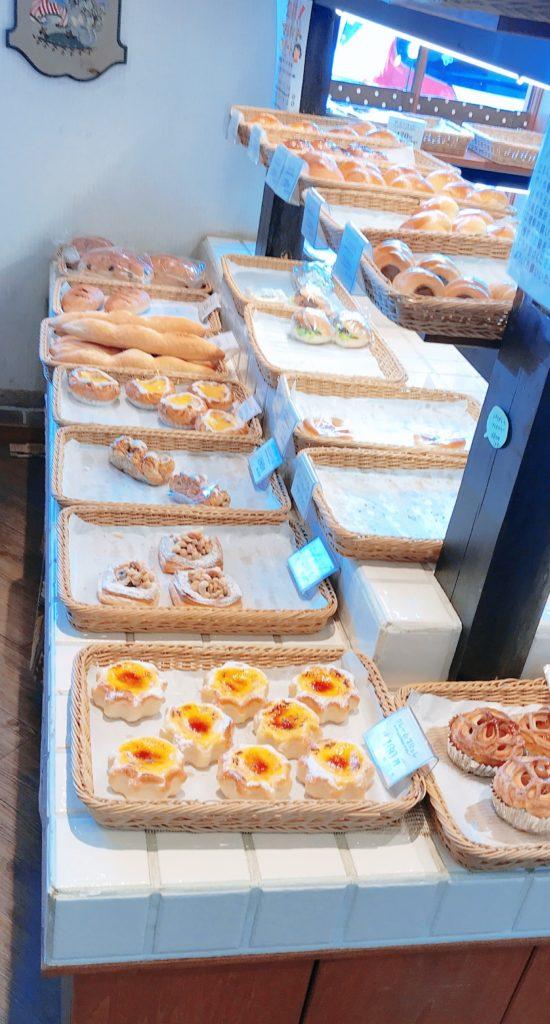 店内のパンの画像