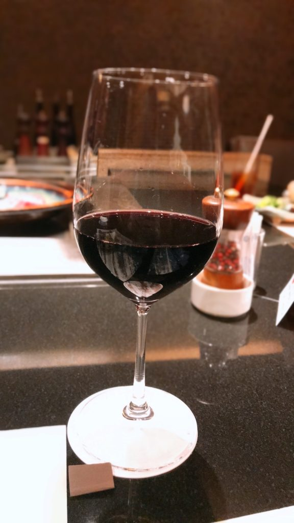 赤ワイングラスの画像