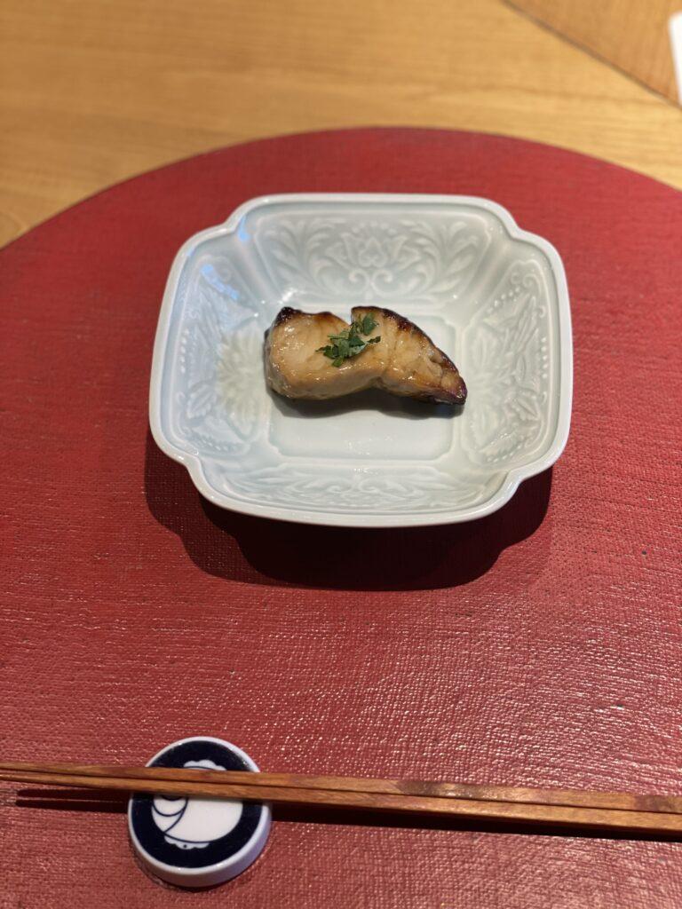 四皿目の料理の画像